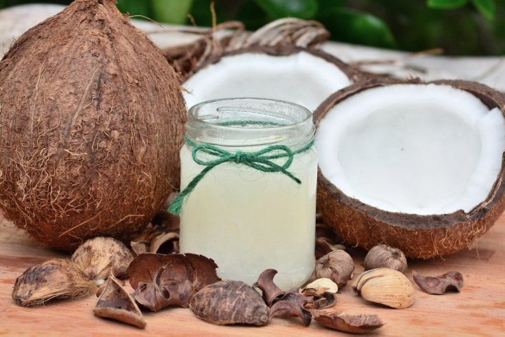 Кокосовое масло: удаление даже стойкого макияжа
