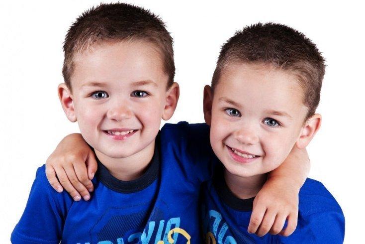 Воспитание детей: ошибки родителей в отношении близнецов