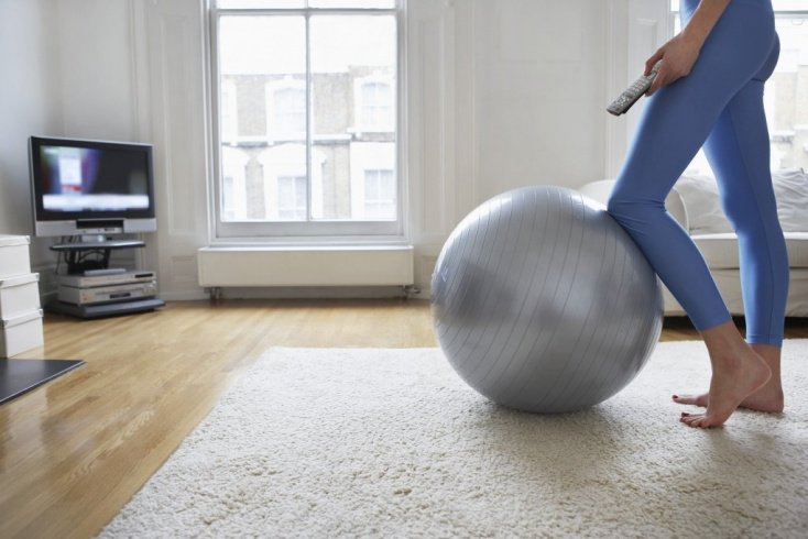 Тренинг пресса с помощью мяча