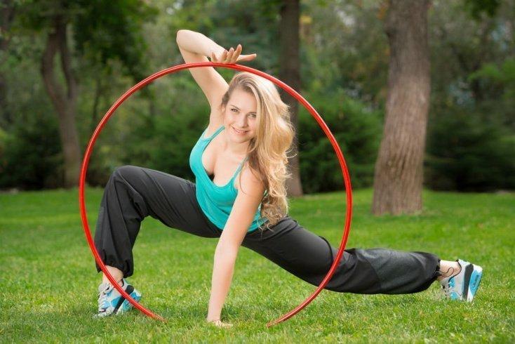 Правила занятий фитнесом с обручем