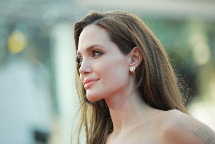 Анджелина Джоли: нет коротким волосам