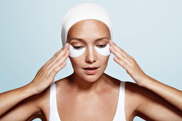 Уход за кожей вокруг глаз и способы устранения отеков