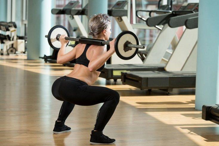 Простые упражнения тела в тренажерном зале