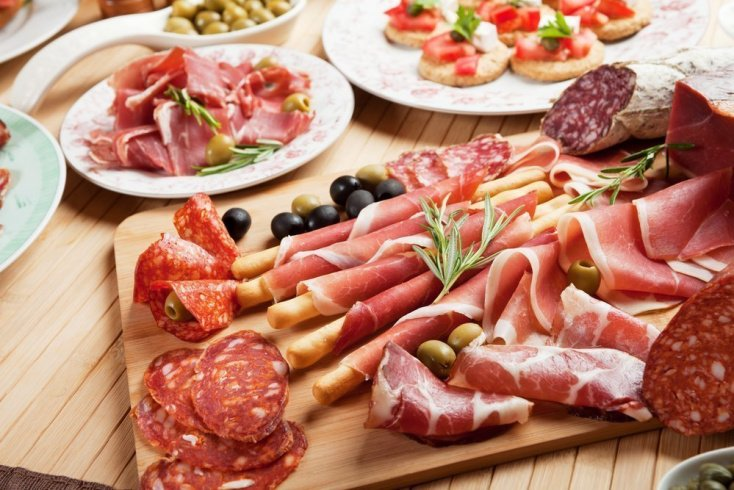 Мясные продукты провоцируют обезвоживание