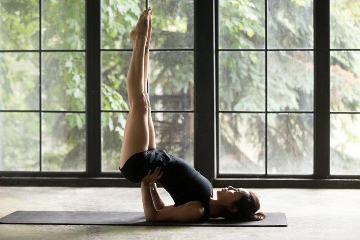 3. Випарита Карани или поза йоги с ногами