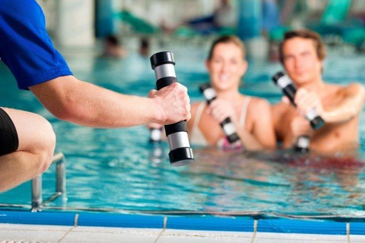 Основные фитнес-упражнения в бассейне
