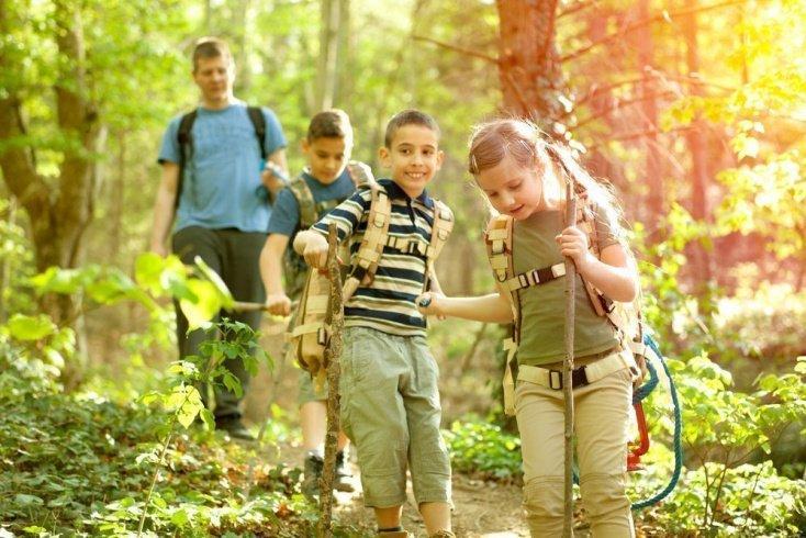 Чем заняться с детьми на прогулке?