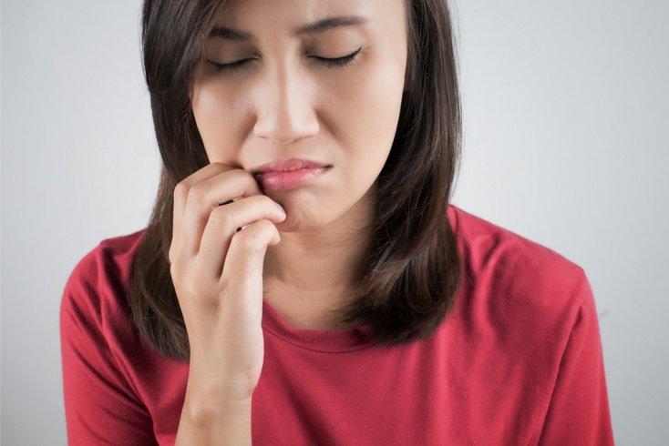 Как быстро избавиться от герпеса на губах?