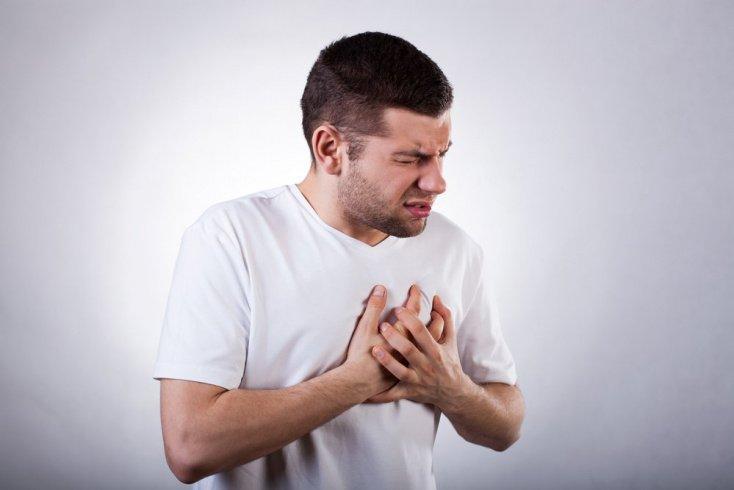 Боль в груди — не самый первый признак сердечного приступа