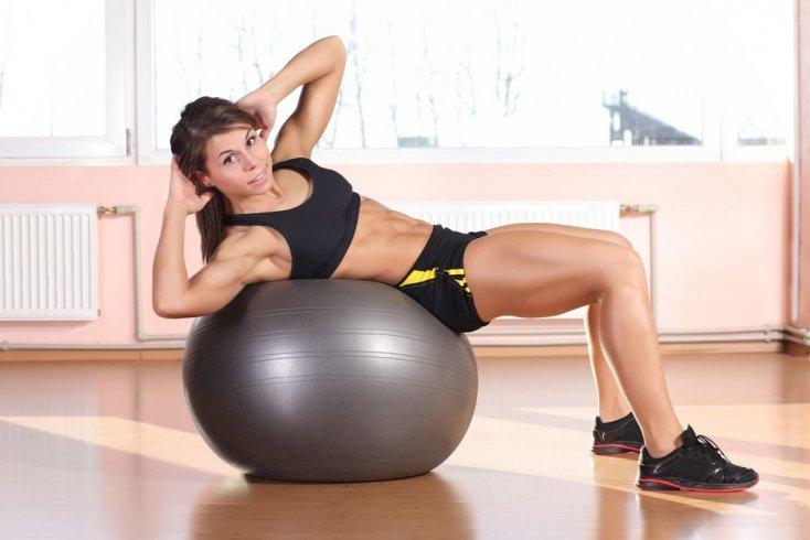 Польза упражнений на фитнес-мяче