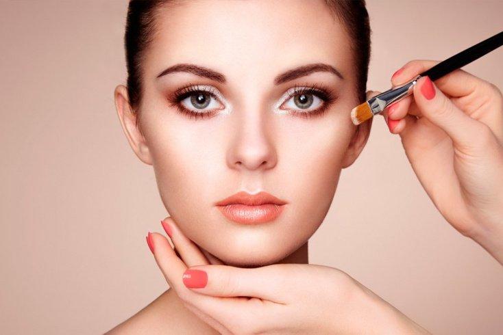 В порядке очереди: как наносить и снимать макияж