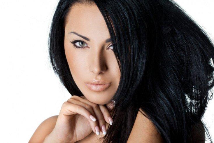 Черная обводка в макияже глаз
