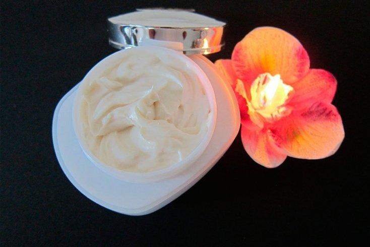 Универсальный крем с витаминами и маслами