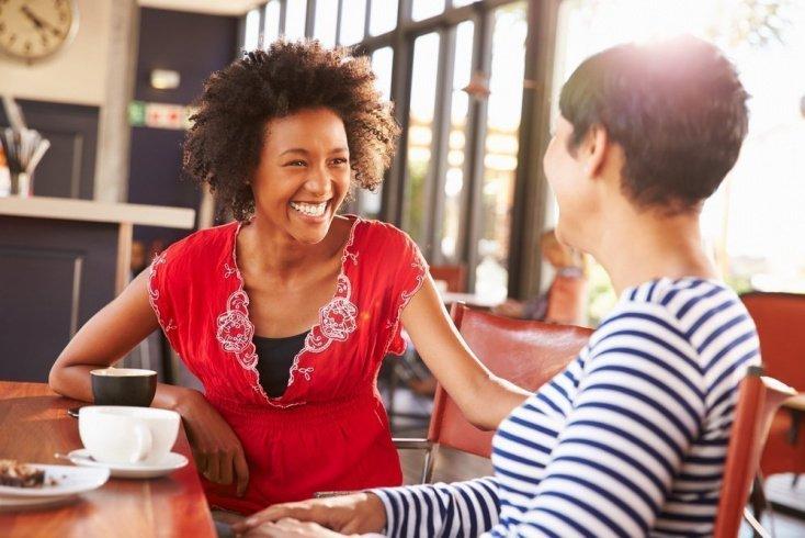 Общение с другом: положительные эмоции и заряд энергии