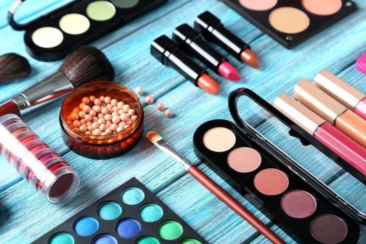 Матовые помады: разнообразие декоративной косметики