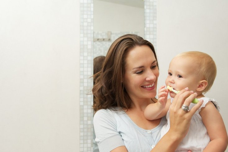 Когда прорезаются зубы, пора начинать профилактику кариеса у детей