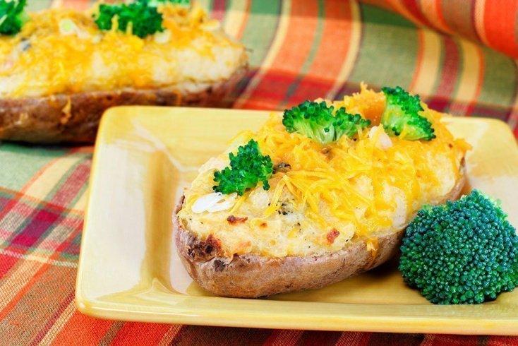 Легкое питание на ужин: брокколи и печеный картофель